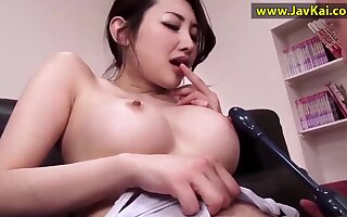 Busty Japanese gal sizzling mature clip