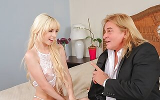 DADDY4K. Teenager in white clothes gives her vagina to old