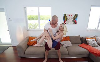 Aroused comme �a deep fucked in the pussy by the step fellow-man