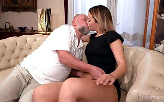 Confessor facializes Bianca Swag inhibit eating and making out their way pleasure hole