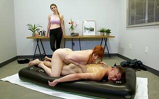 Legendary nuru kneading by curvaceous cougar masseuse Lauren Phillips